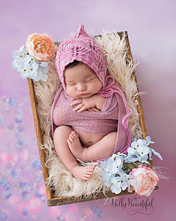Lacy_leaf_bonnet_knitting_pattern_small2