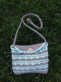 Ravelry: Essentials Purse pattern by LauraMae Fanelli