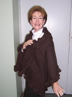 Ruffled_shawl_mom_small2