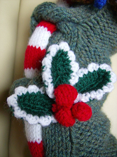 Wreath_snw_hlly_cls_small2