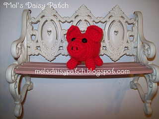 Piggy_on_bench_small2