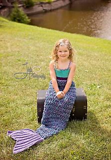 Luxury_shade_mermaid_with_lavendar_fin_small2