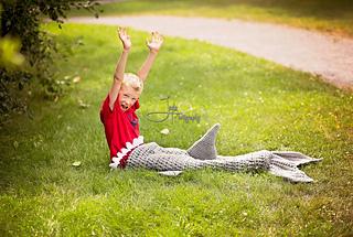 Shark_on_the_grass_small2