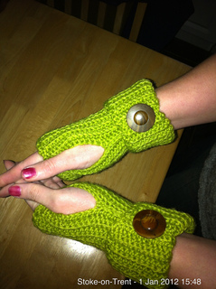 Light_green_gloves_2_small2