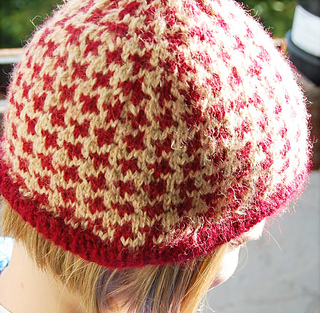 Ravelry: houndstooth hat pattern by bunnymuff