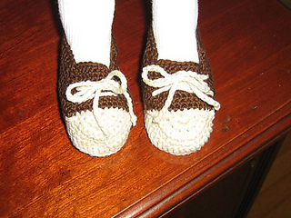 Sophie_and_crocheted_sneakers_005_medium_small2