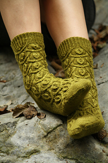 Arching_leaves_socks_3_small2