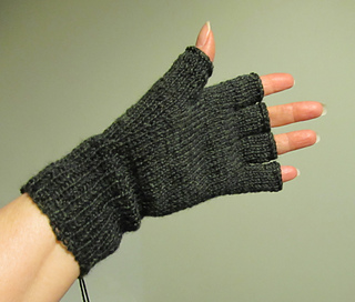 Fingerless_gloves_mar_2014_small2