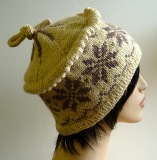 Snowflake_hat_from_the_side_small2
