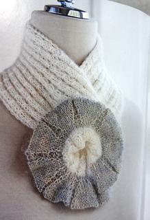 Flower_ruffle_scarf_2_small2
