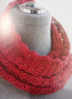 Red_beaded_cowl_1_small2
