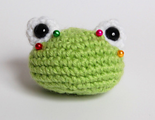 Frog_eyes_pinned_small2