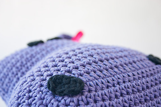 Hippo_pillow_02_small2