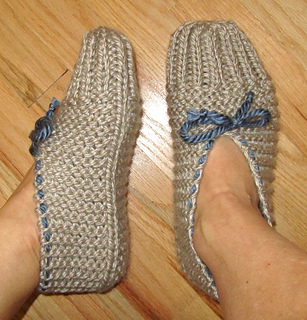 Knitted House Slippers Pattern : Ravelry: Quick and Easy Knit Slippers pattern by chez pascale