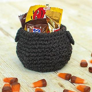 Halloween_crochet_cauldron-2_small2