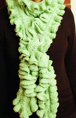 Ruffle_scarf_12-3-6_medium