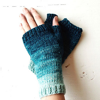 Blue_gradient_mitts_one_small2