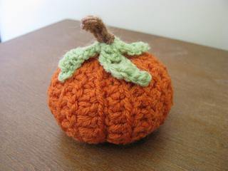 Crochet_pumpkin3_small2