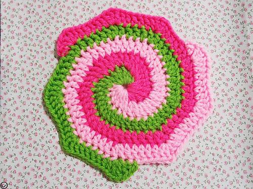 Вязание крючком по спирали разноцветное