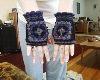 Granny_square_glove2_small2