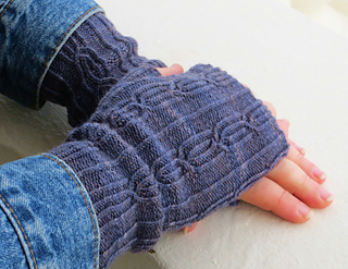 Grey_glasgow_school_mitts_small2