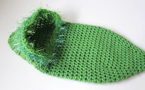 Green_peapod_cocoon__2__medium