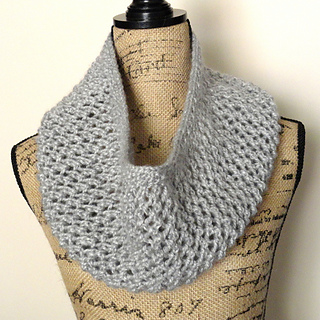 Mesh_lace_cowl_cg_small2