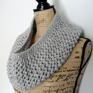 Mesh_lace_cowl_2_cg_small2