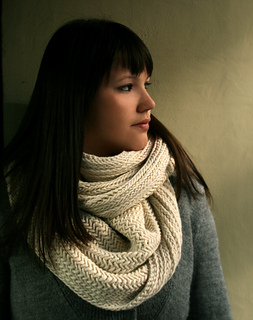 Cowl-on-beauty-shot-425_small2