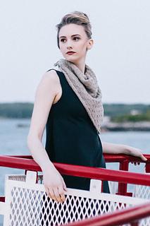 Quince-co-supermoon-hannah-fettig-knitting-pattern-sparrow_2_small2
