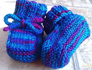 Ravelry Free Knitting Patterns Babies : Ravelry: Toasty Toes Baby Booties pattern by Samantha Blake