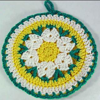 Fp112-daisy-potholder_small2