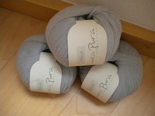% Baumwolle LL 50 g ~ 90m Nadelstärke: 6 - 7mm 10 x 10 cm = 14M x 22R NATUR PUR für Mensch & Umwelt. Linea Pura Serie Made in Italy 5,00 €/g.