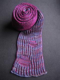 Img_0748_sloe_fizz_brioche_scarf_unrolling_small2