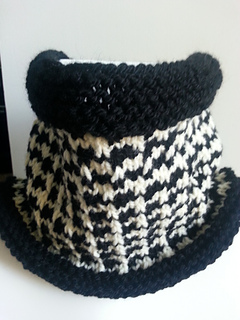 Houndstooth Knitting Pattern In The Round : Ravelry: Houndstooth Cowl pattern by Dickens Knits