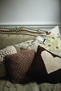 Love_moss_lace_cushions_small2