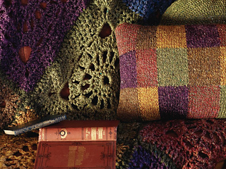 Crocheted_squares_throw_-_close_up_small2