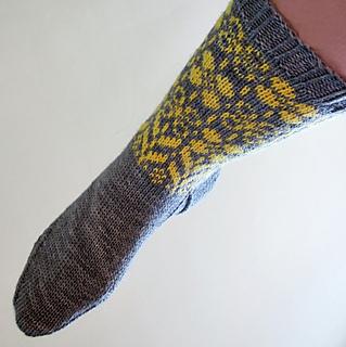 Daffodilly_socks4_small2