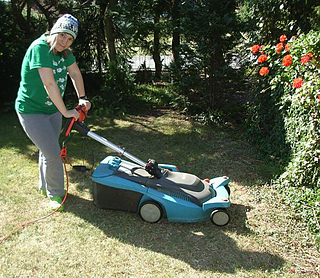Mowing_the_lawn_beanie_publish14_small2
