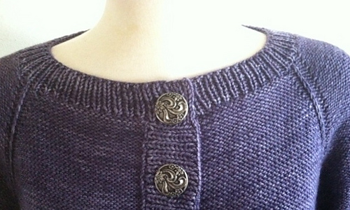 Neckline_close_up_medium