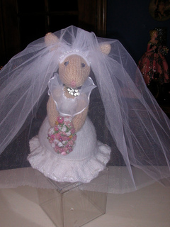 Bridal_bunny_with_veil_small2