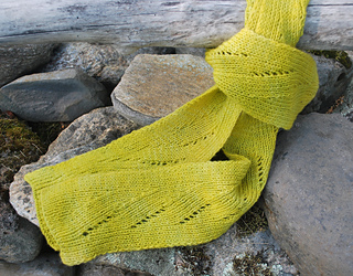 Pattern-shot-of-spring-scarf-1_small2