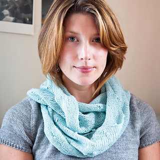 Si_2013s_lauren_cowl_0517_ss_email_small2