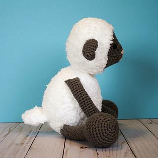 Crochet_lamb_side_view_small2