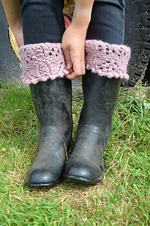 Lacy_boot_cuffs_small2