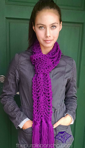 Pineapple_passion_scarf_pattern_by_carolyn_calderon_the_purpleponcho