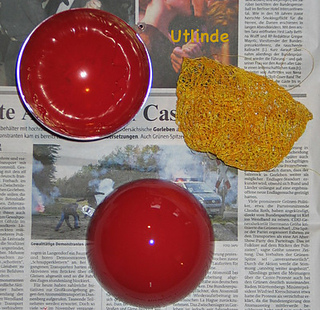 Weihnachtskugelgold-gelb-rot2_small2