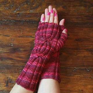 Cabled_mitts_for_patt_small2