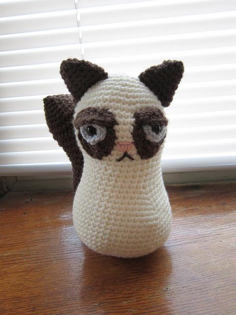 Gallery For > Crochet Grumpy Cat Hat