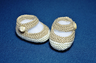 How_to_knit_basic_mary_jane_baby_booties_knit_in_the_round_1_small2